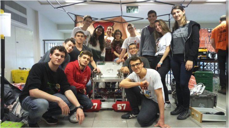 תלמידי קבוצת הרובוטיקה באחד העם