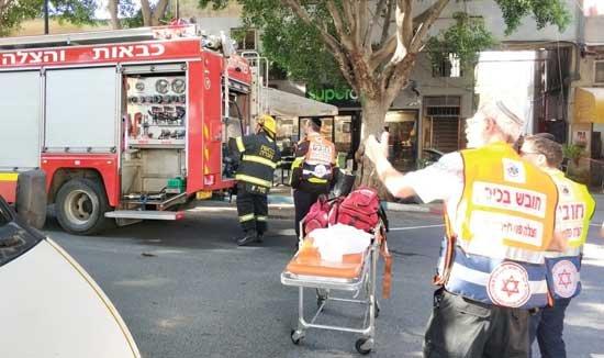 דליקה בבניין מגורים צילום: דוברות הצלה פתח תקווה