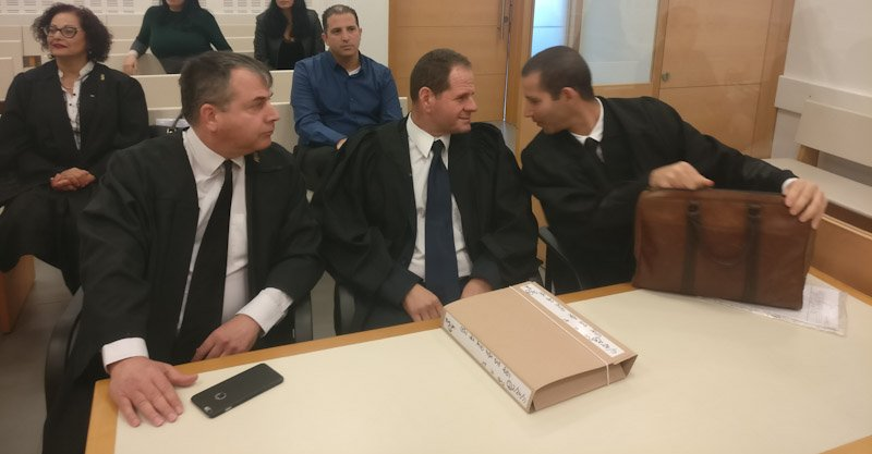 מימין: עורכי הדין פרסלר, יונגר ורונן