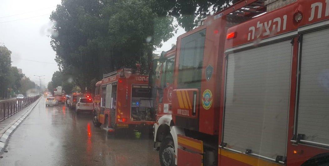 כוחות הכיבוי במקום השריפה ברחוב פינס צילום איחוד הצלה