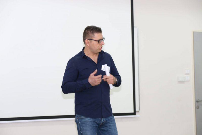 גיל כהן מרצה בכנס מתנדבים