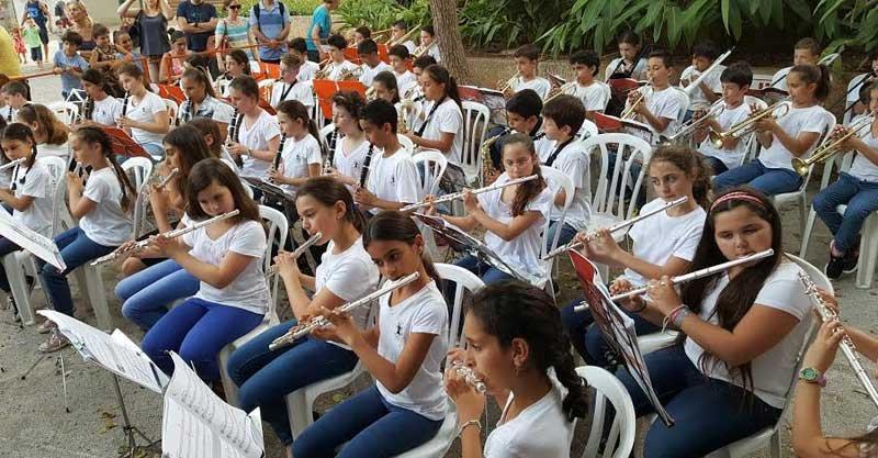 בתי ספר מנגנים