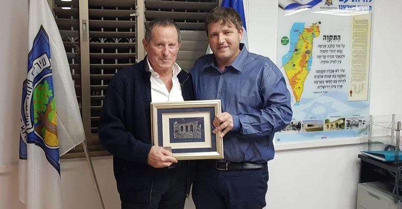 רמי גרינברג ומאיר שמיר בפגישה הקודמת ביניהם. צילום מתוך עמוד הפייסבוק של רמי גרינברג