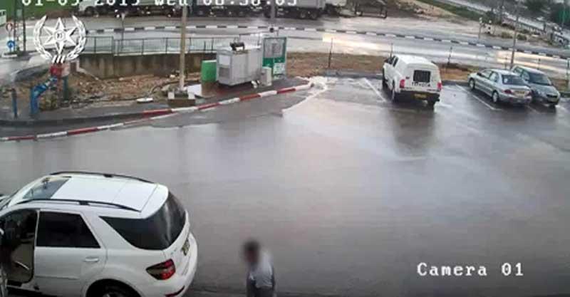 ניסיון הגניבה בתחנת הדלק בעינת צילום מתוך הסרטון
