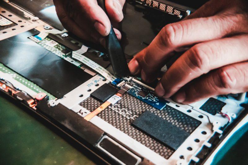 מעבדת מחשבים מומלצת בפתח תקוה. תמונה ממאגר Shutterstock