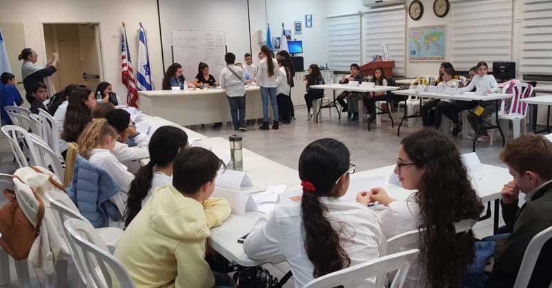 """ההתנסות של התלמידים במודל האו""""םצילום: בי""""ס לשגרירים צעירים"""