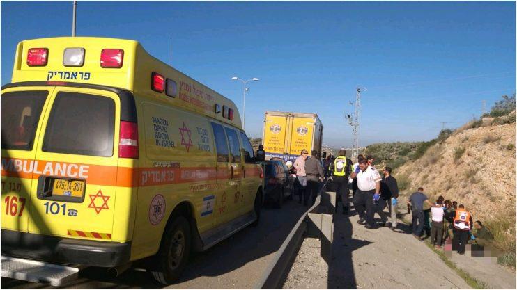 """תאונה בין רכב פרטי לאופנוע סמוך לצומת גיתיצילום: יוחאי עצמון דוברות מד""""א"""