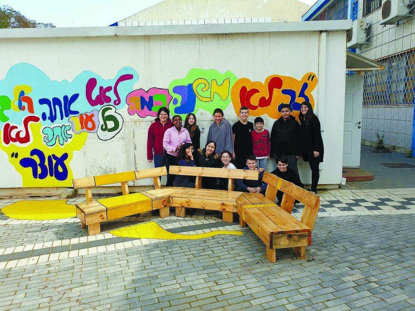 יומן חינוך (1.3.19). מרחב בטוח בחצר חטיבת פיינשטיין צילום באדיבות בית הספר