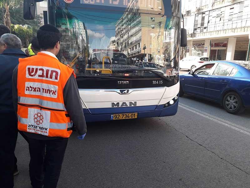 נערה נפגעה מאוטובוס. צילום דוברות איחוד הצלה