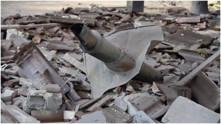 פגיעת הטיל במושב משמרת. צילום משטרת ישראל