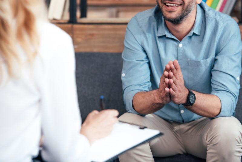 מטפלים רגשיים בפתח תקוה. תמונה ממאגר Shutterstock