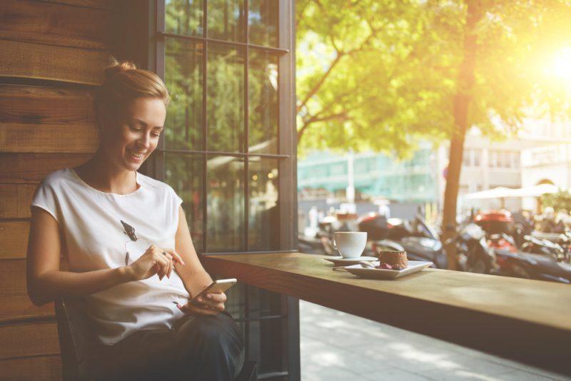 בתי קפה מומלצים בתל אביב Shutterstock.com. by Gaudylab