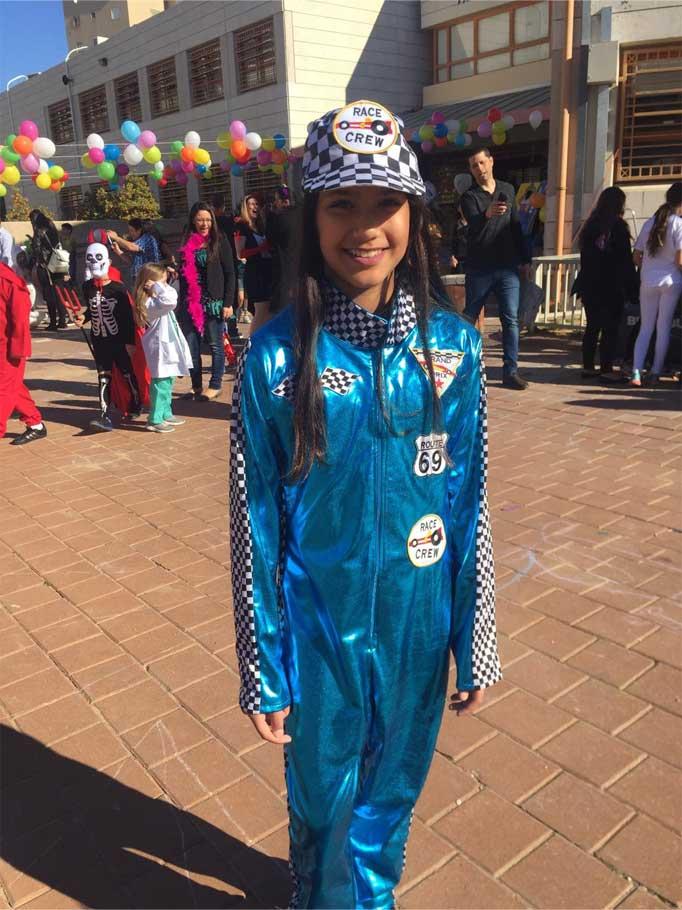 ליהי אחיאל, בת 10 וחצי, נהגת מרוצים. החלום שלה להיות בגאנדפרי.