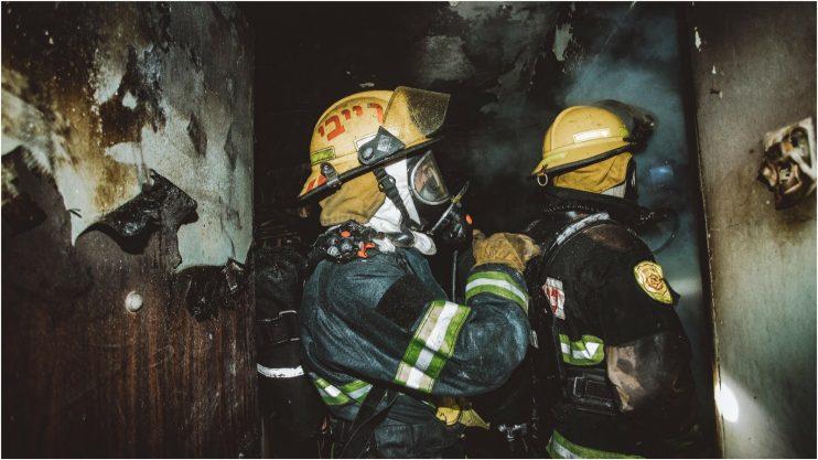 שריפה בדירה ברחוב עזרא ונחמיה. צילום באדיבות הכבאות