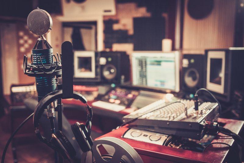 אולפני הקלטות בתל אביב. תמונה ממאגר Shutterstock