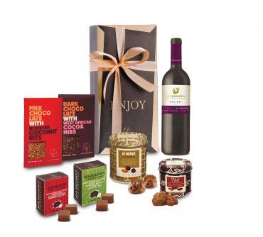 """מגזין מתנות. מארז שוקולד ויין של מקס ברנר. צילום יח""""צ"""