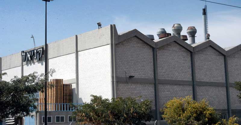 מפעל קניאל. צילום זאב שטרן