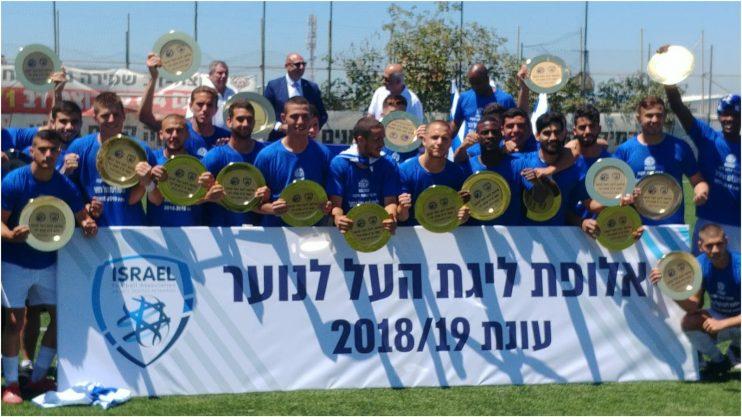 חגיגות האליפות של קבוצת הנוער של מכבי. צילום זאב שטרן