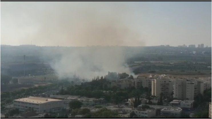 שריפה סמוך לאצטדיוןצילום ניסן בן נון