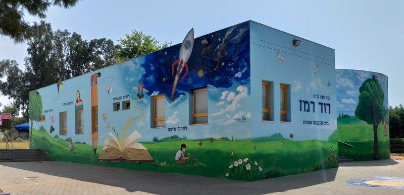ציורי קיר מבית היוצר של אלי קובוס