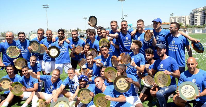 קבוצת הנוער של מכבי. צילום: זאב שטרן
