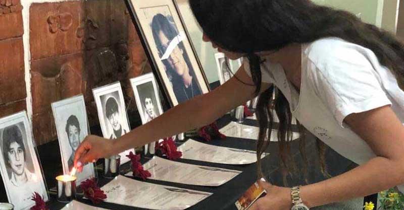 """רוני שטי תלמידת כיתה ז' מדליקה נר לזכר דודה אייל שטי ז""""ל"""