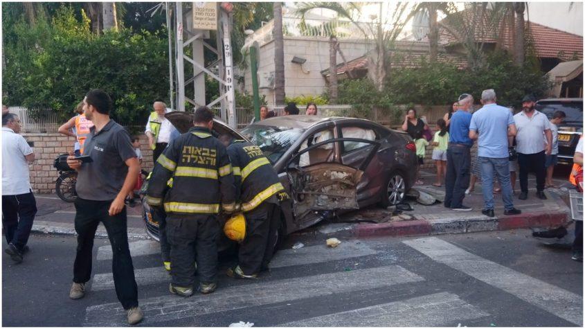 תאונת דרכים ברחוב רוטשילד. צילום דורון שקד
