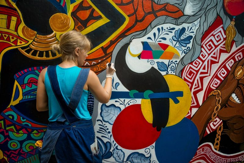 ציורי קיר לילדים במרכז. צילום shutterstock