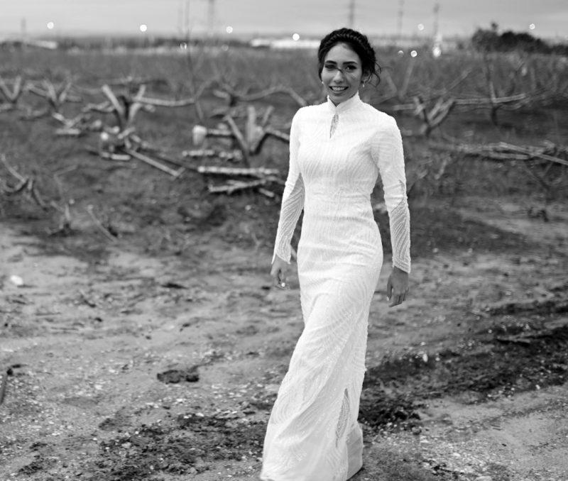 שמלת כלה בעיצובה של קארין בר זוסמן (צילום: מיקי סויסה)