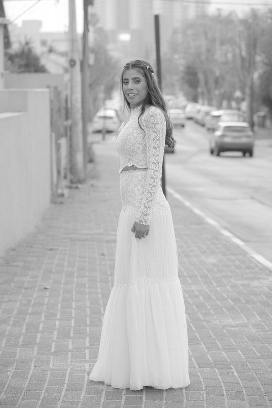 שמלת כלה בעיצובה של קארין בר זוסמן. צילום: אשר סוויסה
