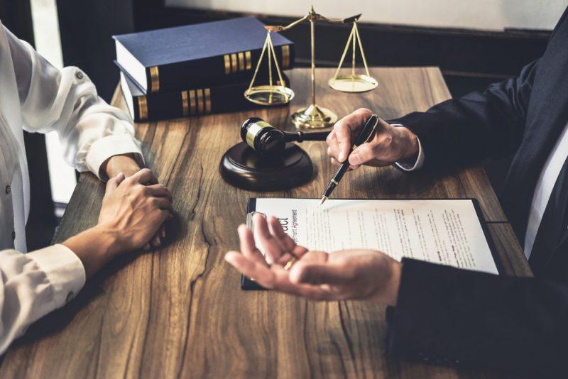 יועצים עסקיים מומלצים. תמונה ממאגר Shutterstock