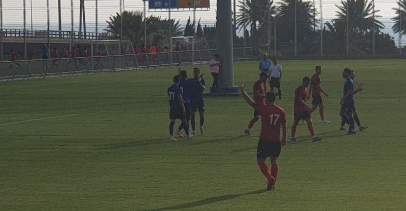 שחקני הפועל חוגגים את השער השני מול נוף הגליל