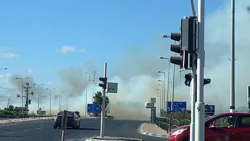 השריפה סמוך לצומת ירקונים. צילום מסך