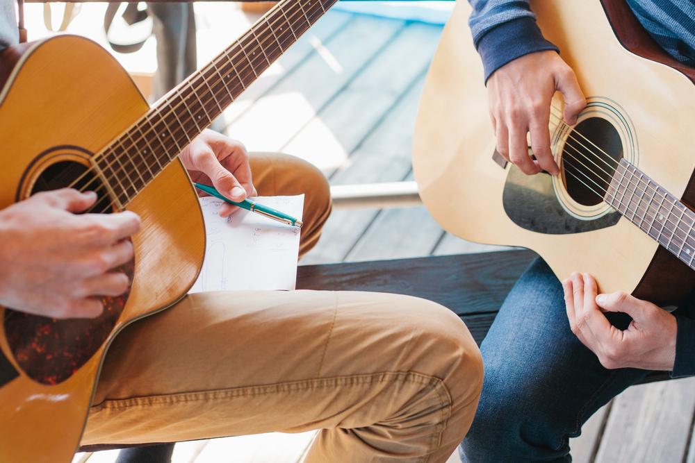 לימוד גיטרה למתחילים בפתח תקוה. (Shutterstock) צילום: franz12