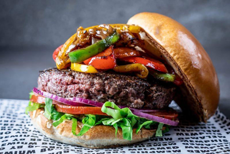 יש דברים שקשה לעמוד בפניהם. ויש את ההמבורגר של ממפיס. צילום: אסף קרלה
