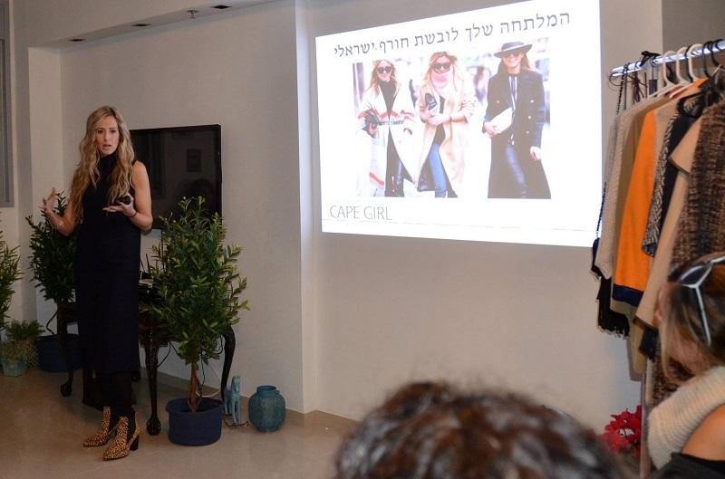 אורית ארגמן פדידא בהרצאת סטיילינג. הנשים מוזמנות להשתתף ולהתנסות. צילום עצמי