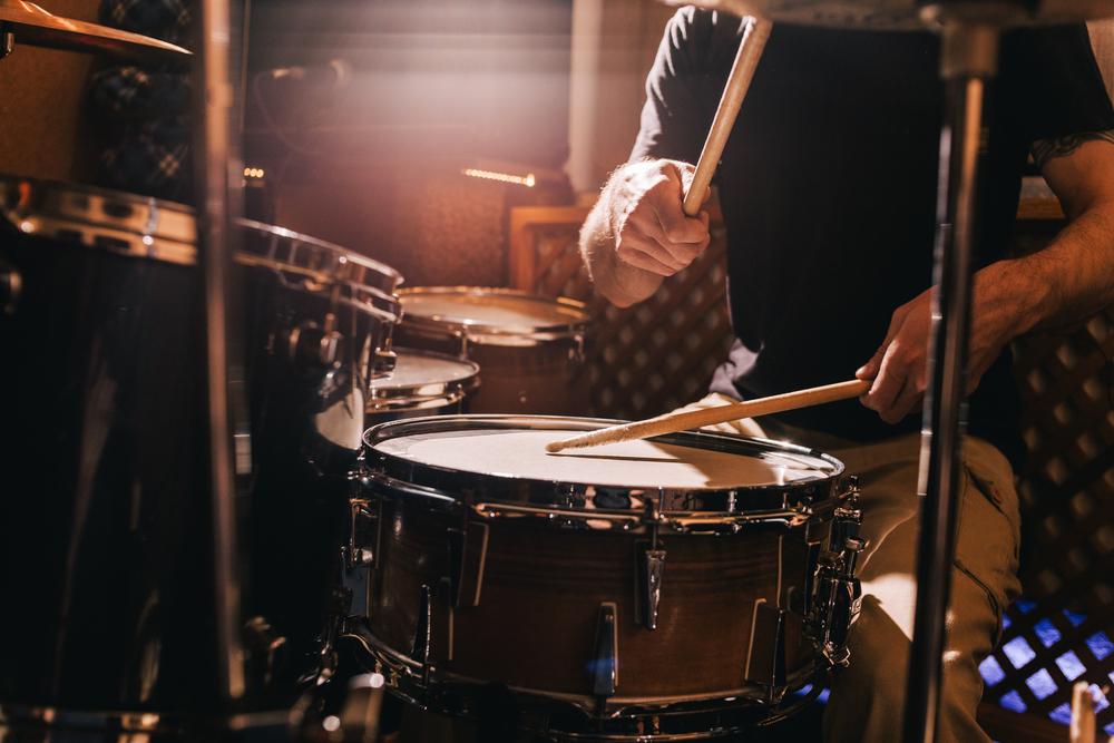 שיעורי תופים בפתח תקוה (Shutterstock) צילום: golubovystock