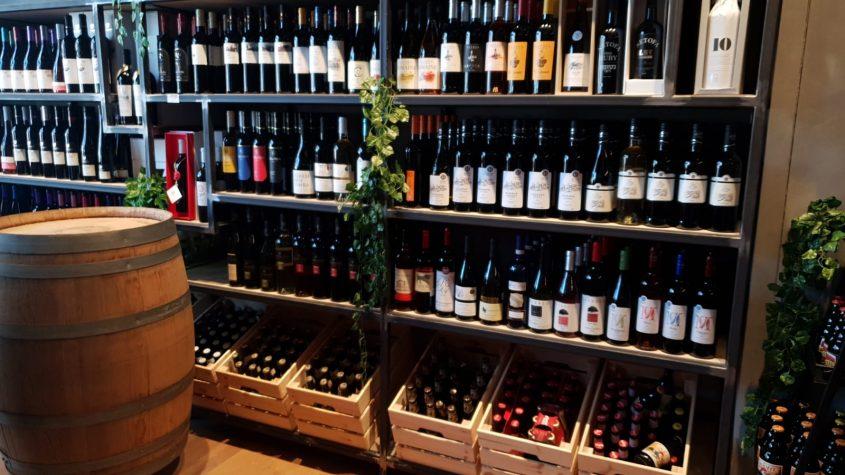 מגוון יינות תוצרת כחול לבן. צילום עצמי