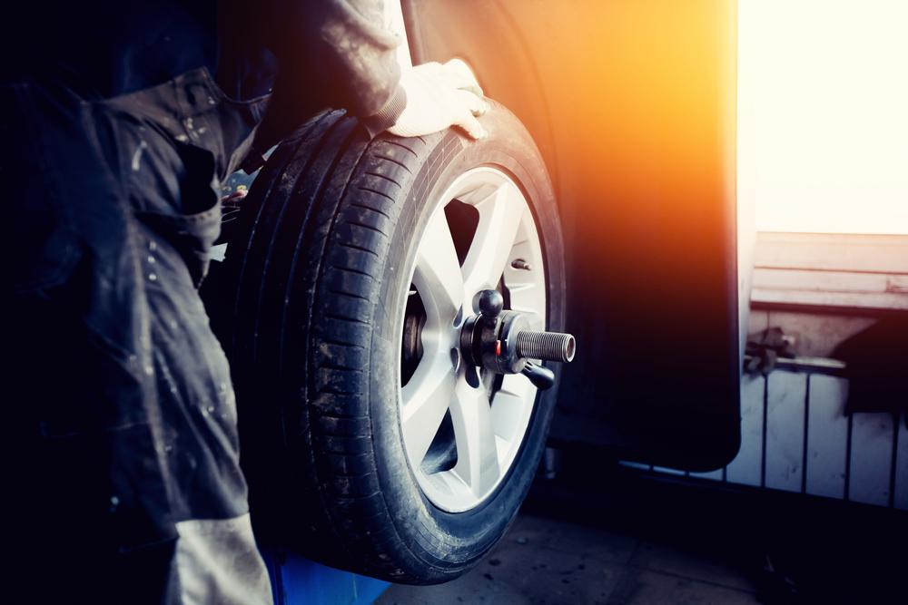 איזון גלגלים בפתח תקוה (Shutterstock) צילום: Parilov