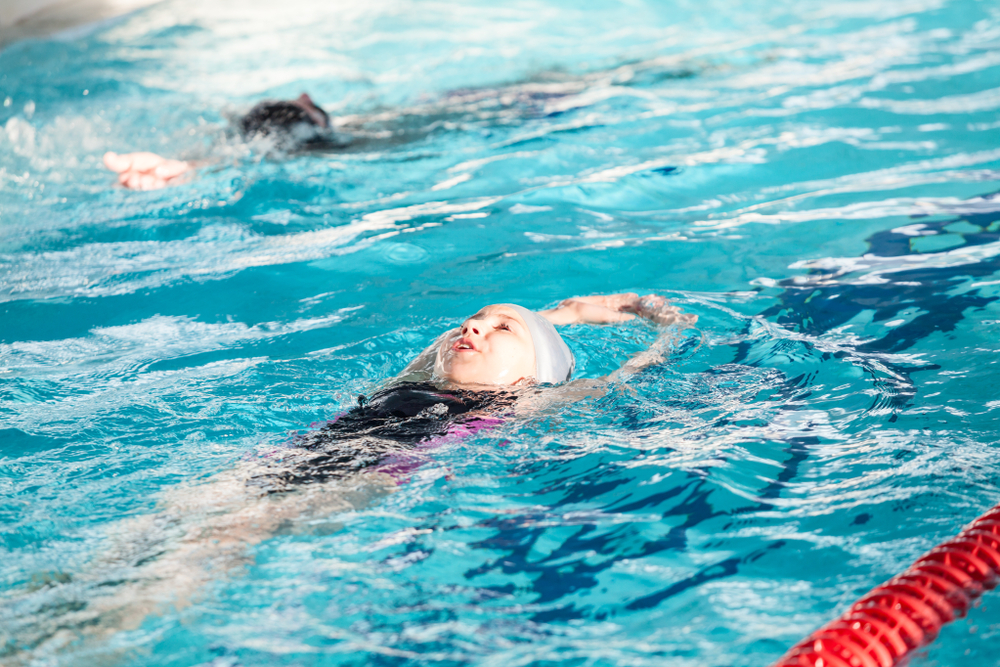 קורס שחיה בפתח תקוה. (Shutterstock) צילום: Kekyalyaynen