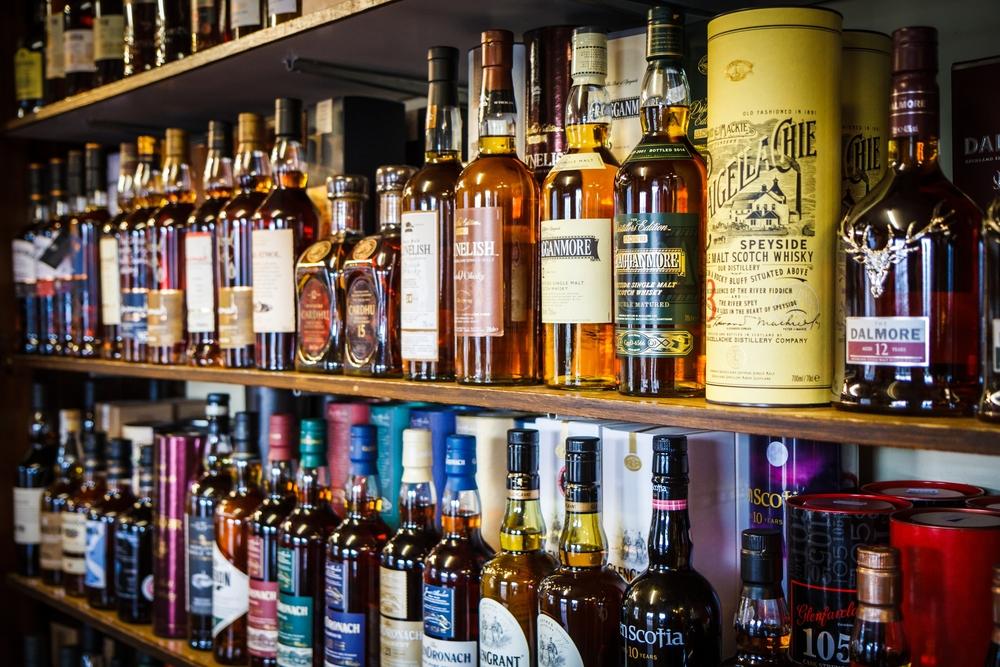 חנות אלכוהול בפתח תקוה (Shutterstock) צילום:ZRyzner