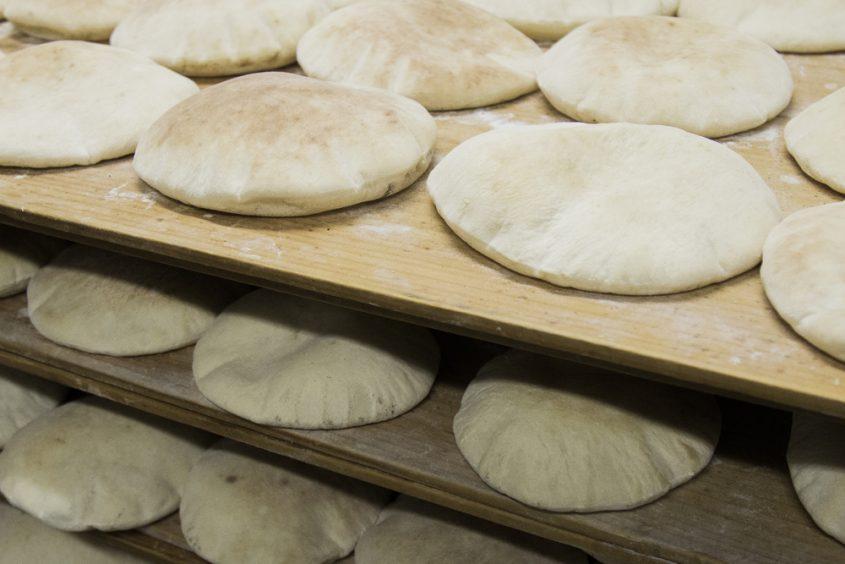 פיתות חמות מהתנור (Sutterstock) צילום: Daniele Esprega