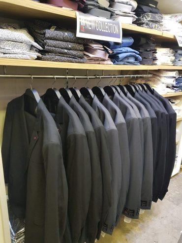 חליפות במידות גדולות בכל הצבעים. צילום עצמי