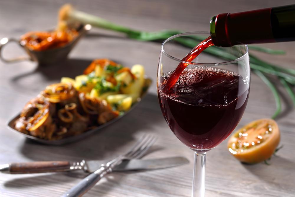 איך מתאימים בין סוג היין לארוחה? (Shutterstock) צילום: Endla