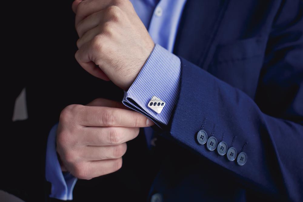 בגדים במידות גדולות לגברים. (Shutterstock) צילום:ANAID studio