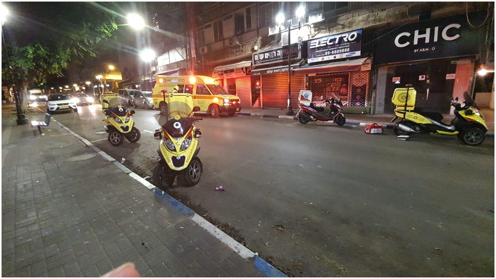 רחוב חובבי ציון הערב, אדם נפל מבניין מגורים צילום דוברות הצלה פתח תקוה : דוברות הצלה פתח תקווה