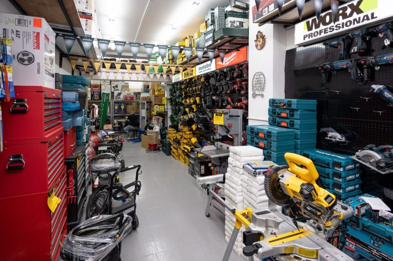החנות מציעה מחירים שקשה להתחרות בהם (צילום: דניאל אדרי)