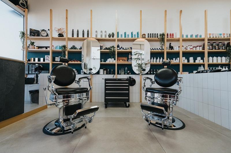 """Yossi Mor Salon & Barber Shop"": כישרון עובר בגנים. צילום David Uglava"
