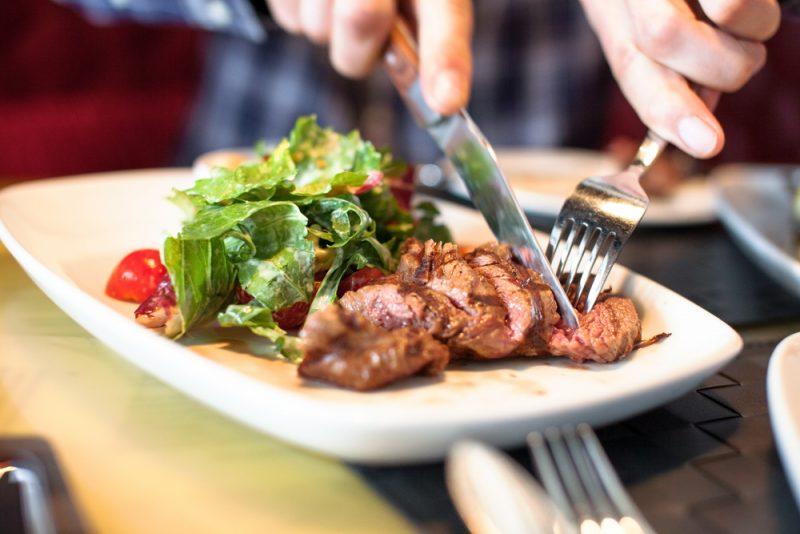 """מסעדה מומלצת בראש העין: """"המעורב שאין עליו"""". צילום: Shebeko, Shutterstock"""