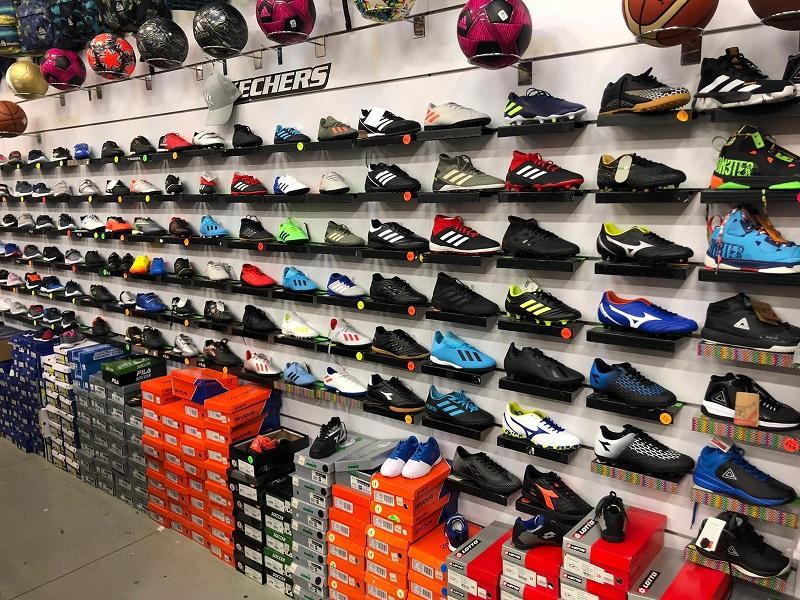 זול ספורט ראש העין: אדידס, נייק, סקוני, אסיקס, אנדרארמור, פלדיום, ניו-באלנס, נעלי טיולים ועוד.צילום עצמי